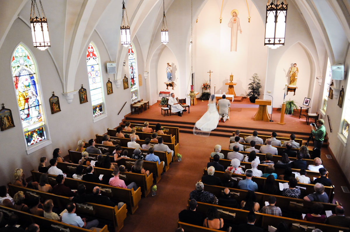 wedding-indiana-church-ceremony-guests-family-bride-groom-prayer-overview