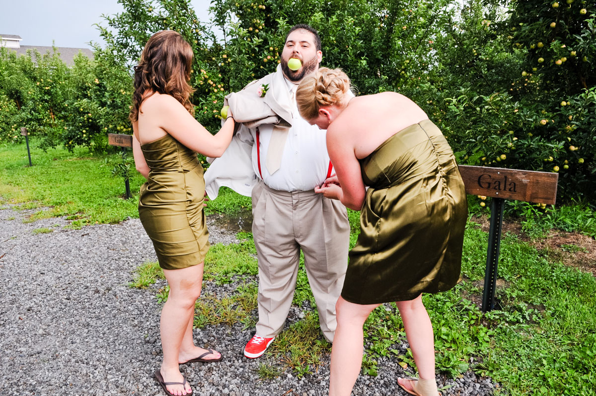 wedding-party-hobart-indiana-county-line-orchard-barn-shoes-red-converse-groom-bridesmaid-apple
