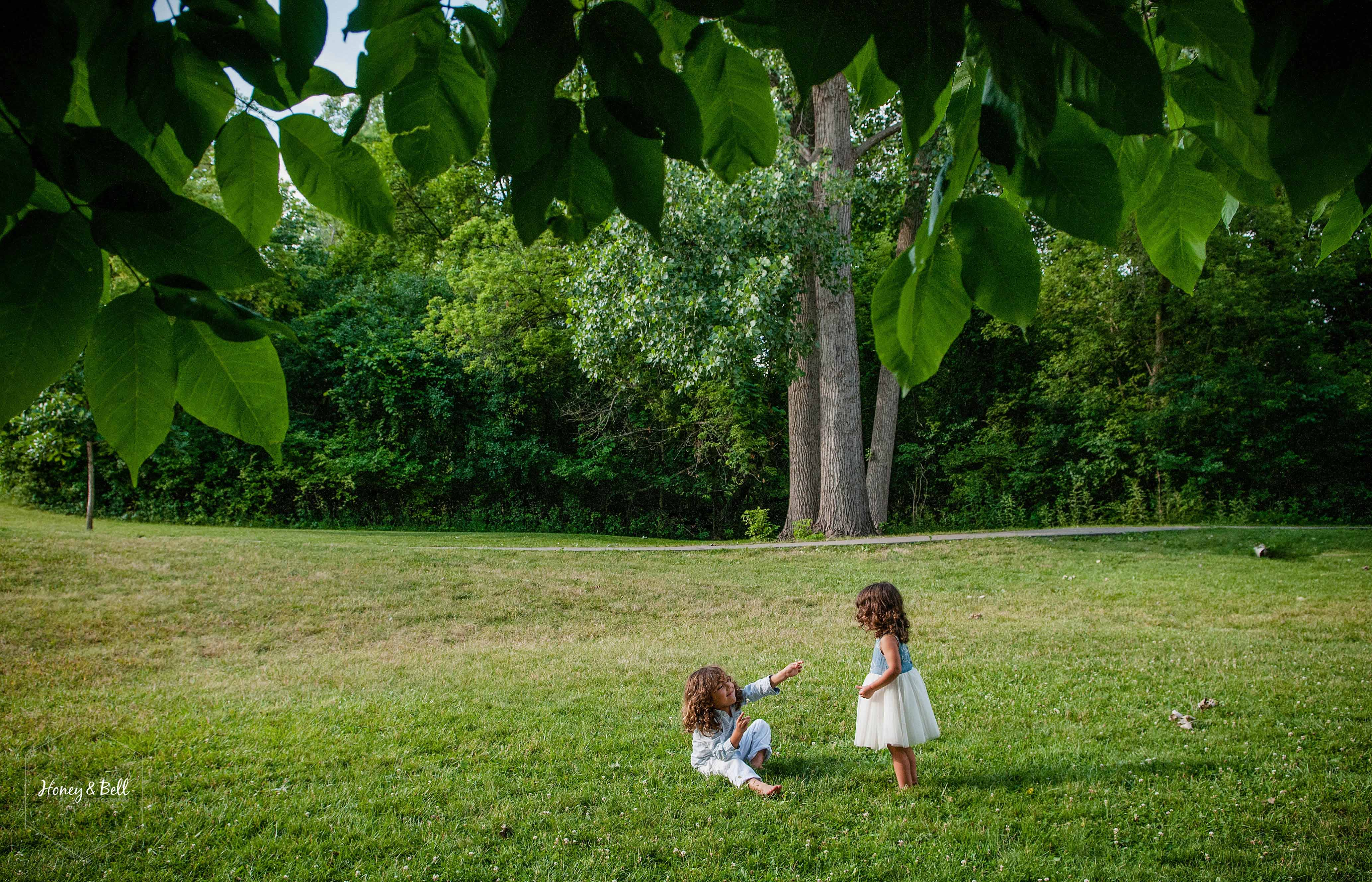 siblings-photography-session-rochester-municipal-park-metro-detroit-family-photographer-children-photography-01