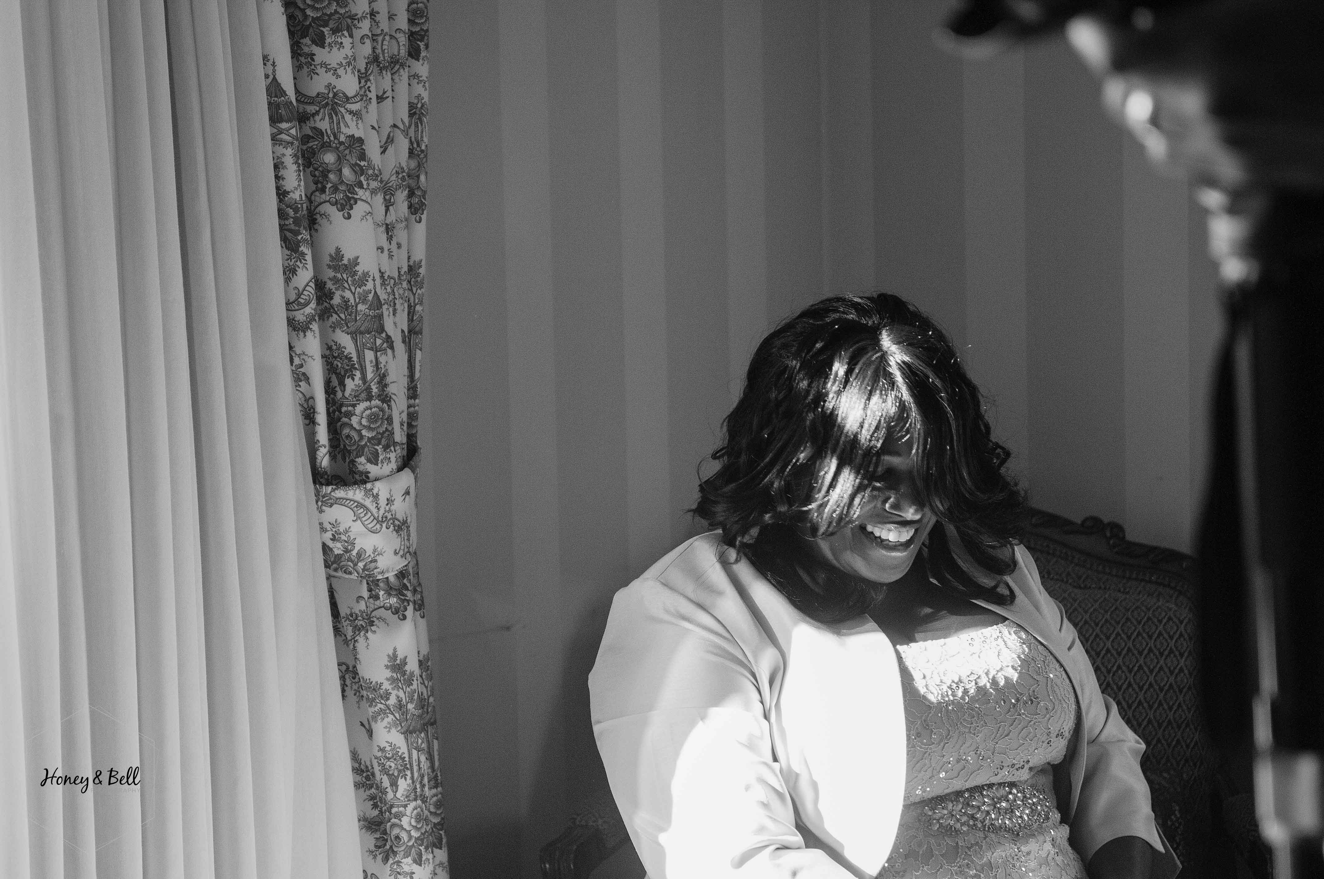 fields-wedding-rochester-michigan-detroit-wedding-photographer-royal-park-hotel-bride-getting-ready-05